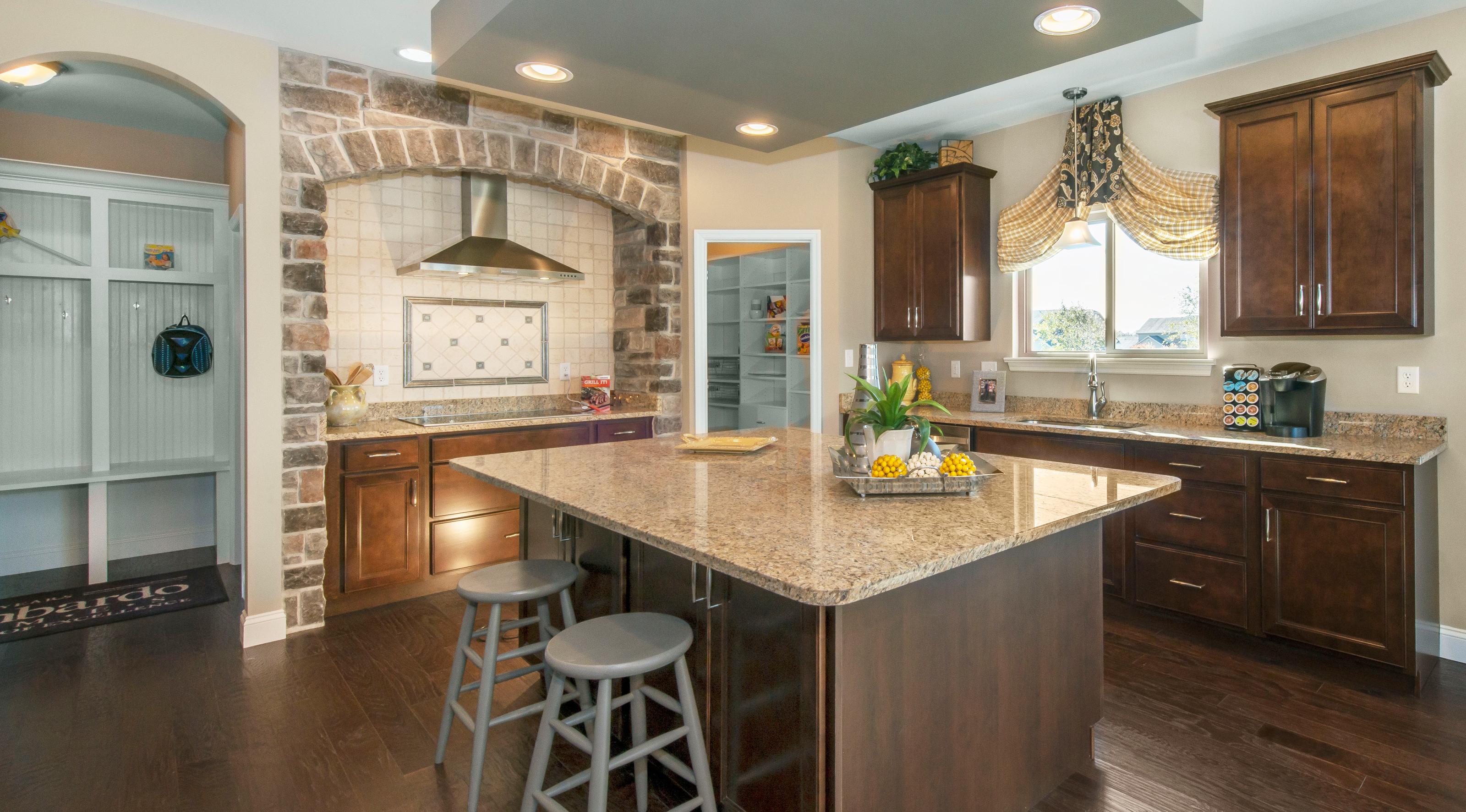 lombard-large-kitchen03